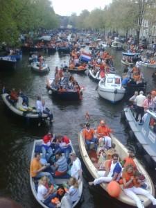 Grachten in Amsterdam beim Koniginnendag 2009