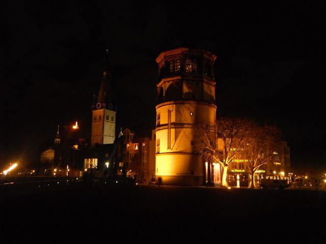 Lichter der Stadt. Düsseldorf in der Nacht.