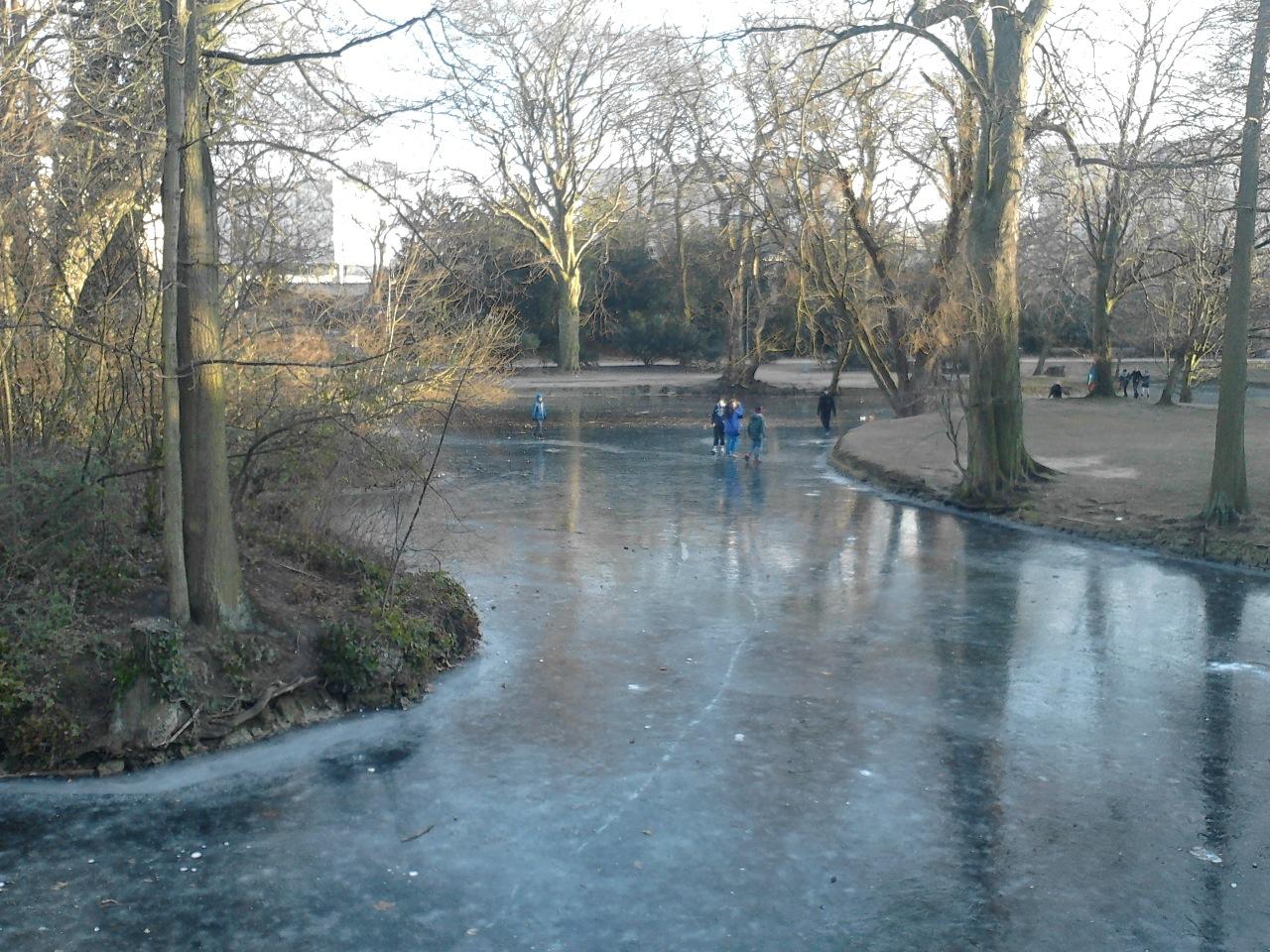 Eislaufen mitten in Bilk