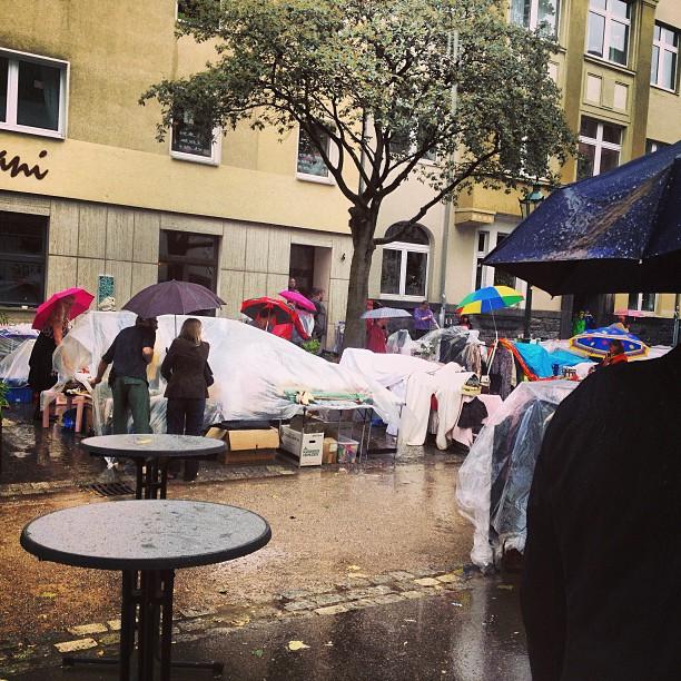 Sieht aus wie occupy, ist aber leider ein Flohmarkt im Sommer 2013 :-/