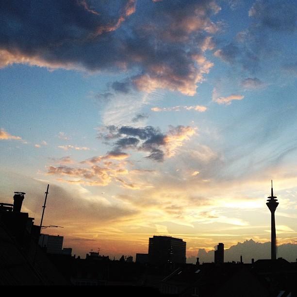 Sommerabend am Dachfenster.