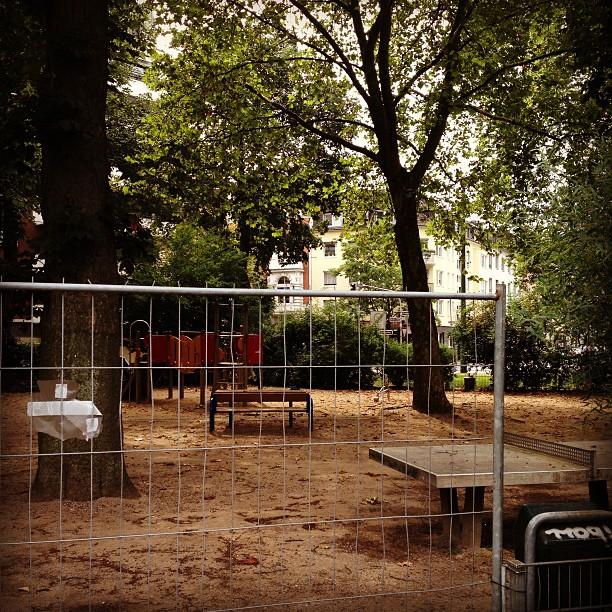 Schade eigentlich :-/ Frage : Warum ist denn eigentlich der Spielplatz am Leo-Statz-Platz geschlossen?