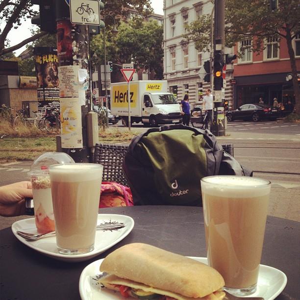 Verspätetes Frühstück ;-) by the way – kommt gut in & durch die neue Woche.