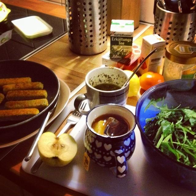 Gemüsesticks, Salat, Tee und diverse Vitamine gegen die Erklärung - sollte noch klappen.