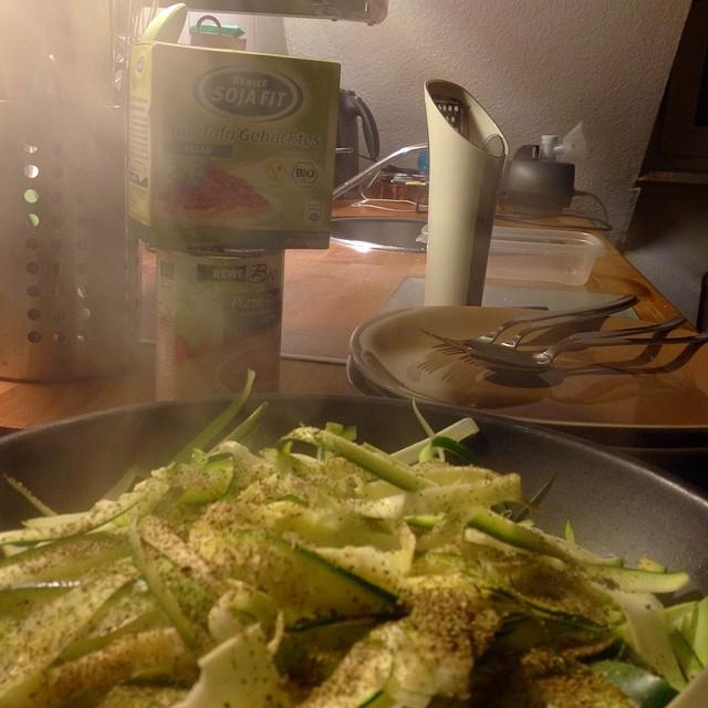 Zucchini Spaghetti mit TofuHack und Pilzen... Fix und lecker :-)