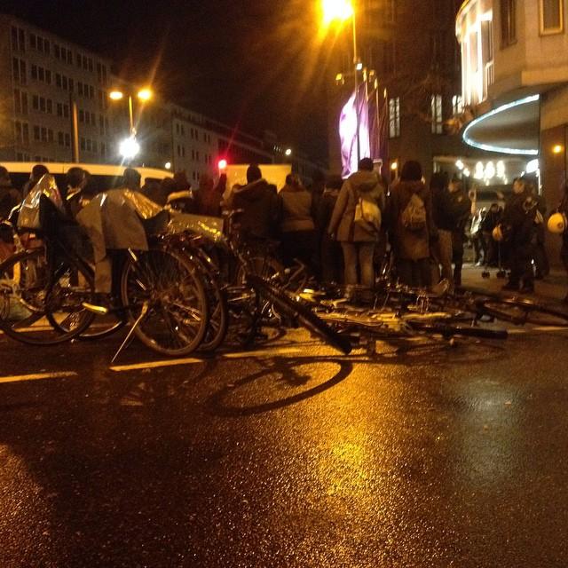 Der klägliche Haufen der Nazis wurde gerade an uns vorbei geleitet ... #nodügida