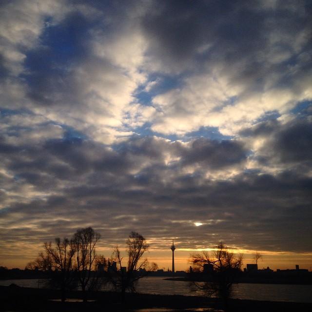 Wolken. Fluss. Bäume und kalte Finger.