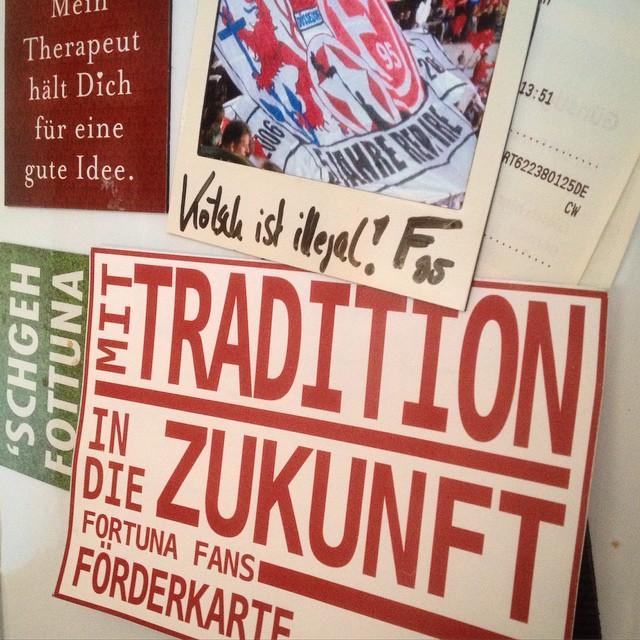'Mit Tradition in die Zukunft' - unsere Fortuna Ecke am Kühlschrank :-)