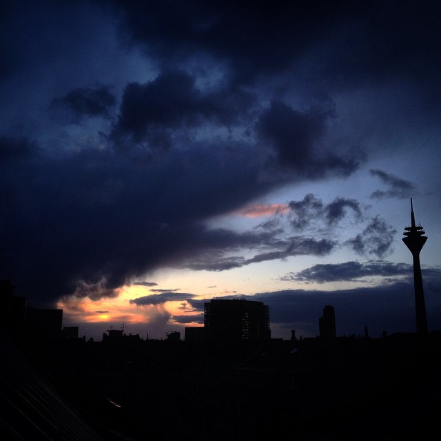 ... kommt gut durch den Abend und durch die Nacht :-)