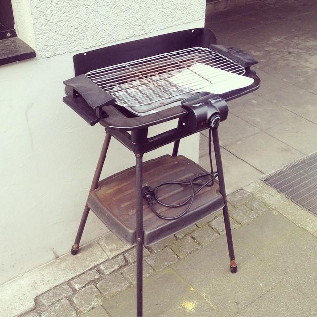 Ich mag es, wenn Nachbarn anderen Nachbarn einfach so etwas schenken wollen :-) (gesehen auf der Sedanstraße)