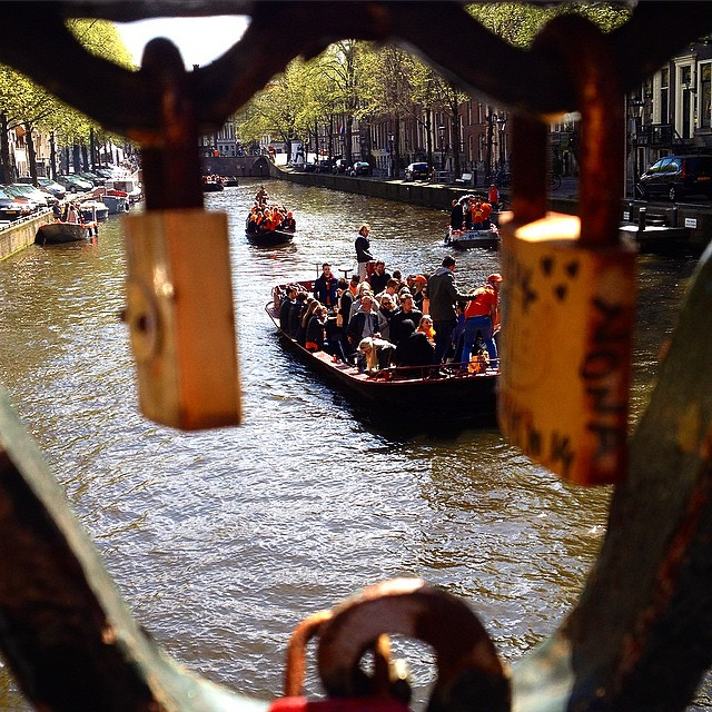 Koningsdag in Amsterdam - zu Lande, zu Wasser,...
