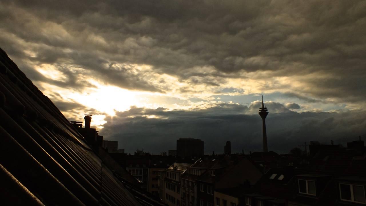 Regenwolken mal bei Abendlichte betrachtet…