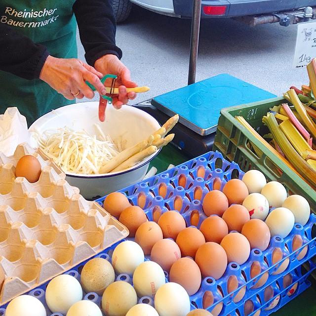 Mairübchen, Spargel und Erdbeeren shoppen