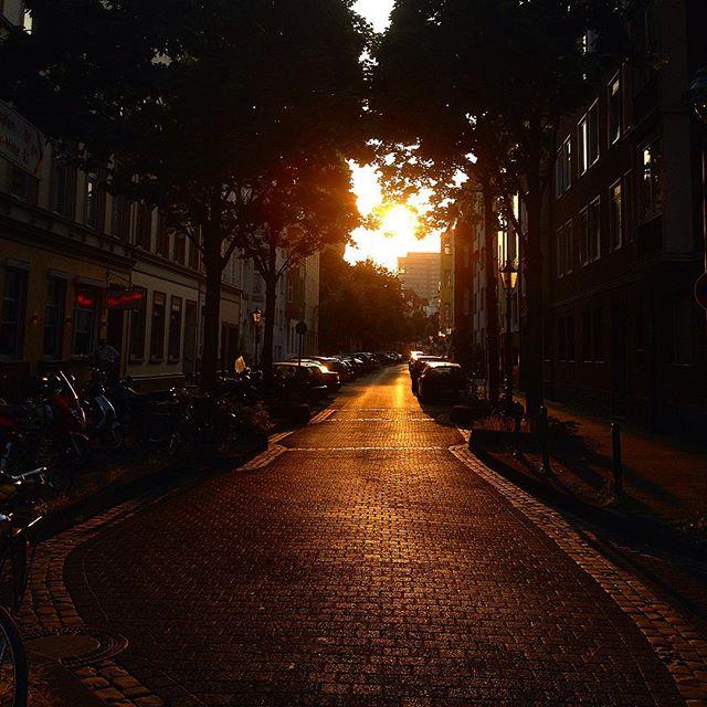 Abends gemeinsam durch die Straßen im Viertel strolchen und Unfug reden. Unbezahlbar.