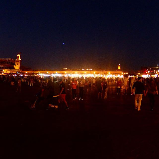 Abends auf dem Place Jemâa el-Fna in Marrakesh während des Opferfestes…