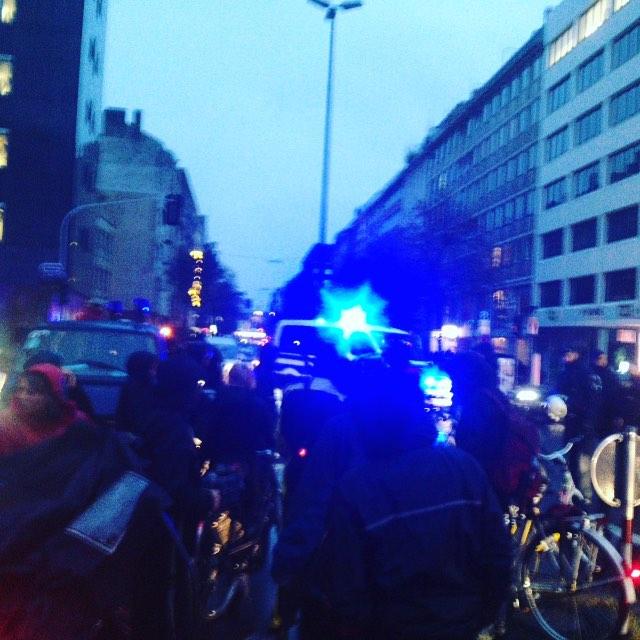 Polizei stoppt Fahrradfahrer ruppig auf der Oststrasse – Festnahme von einem Radler.