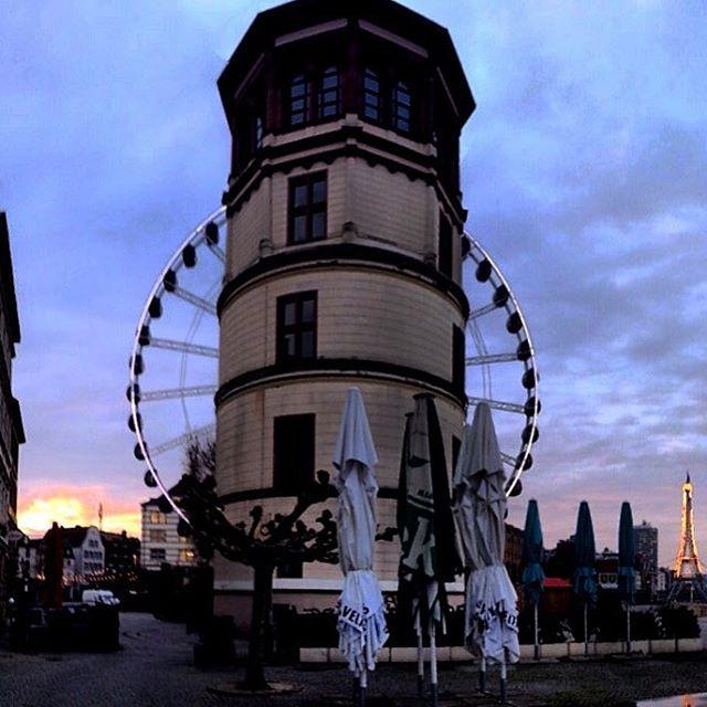 Am Schloßturm vorbei – und dies morgens um 8