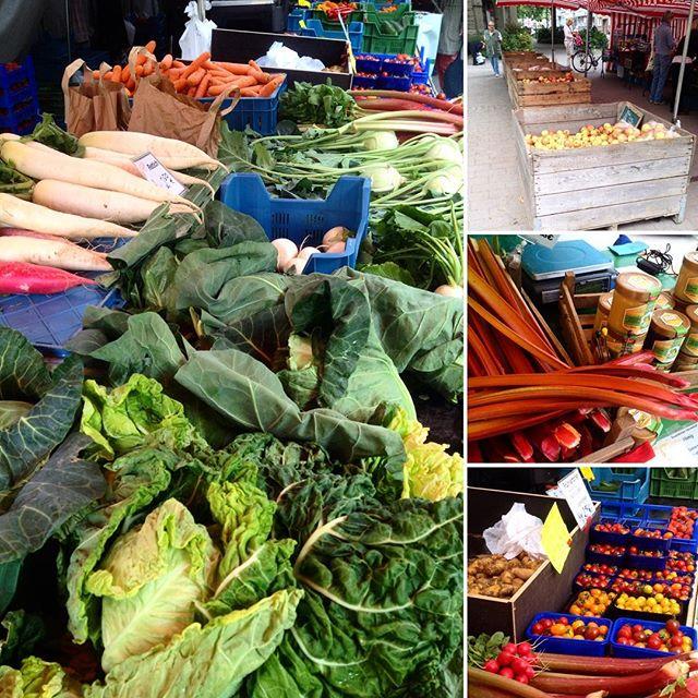 Es geht doch nix über die Auswahl auf'm Bauernmarkt :-) Man merkt den sich nähernden Sommer - Freiland Erdbeeren, Rhabarber, Mairübchen, frische Kräuter, Rettich, die ersten Frühkartoffeln (Annabel) sind auch schon da :-)