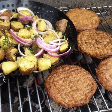 Leckeres Essen direkt vom Grill auf'n Teller …