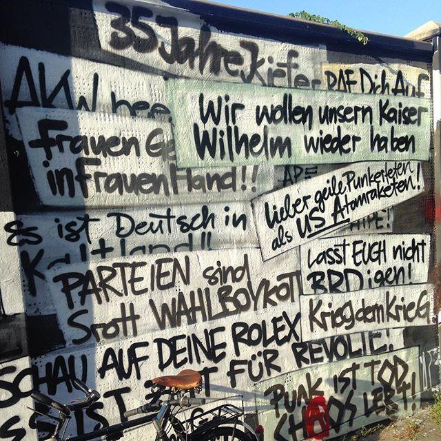 Sponti Parolen & Polit-Sprüchesammlung aus 35 Jahren Kiefernstraße.