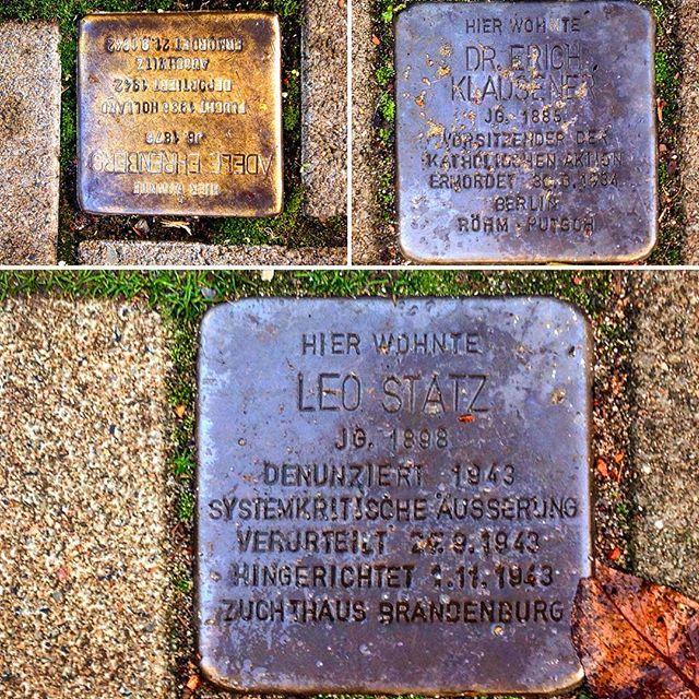 """Stolpersteine auf unseren Straßen - mir fällt immer wieder der Text von George Santayana ein :""""Wer sich nicht an die Vergangenheit erinnert, ist dazu verdammt, sie zu wiederholen."""" #düsseldorf #Geschichte"""