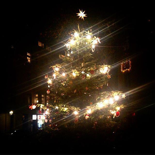 Treffpunkt Weihnachtsbaum auf'm Friedensplätzchen.