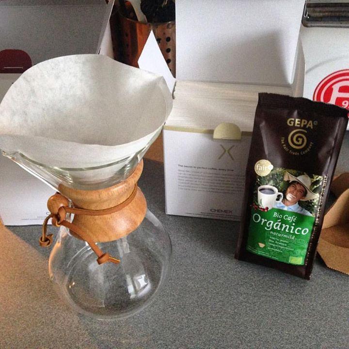 Unser Kaffee aus der Chemex erinnert ein wenig an Labor. Toll :-)
