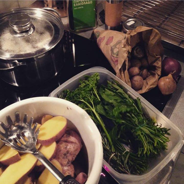 Ofenkartoffeln mit frischen Kräutern.