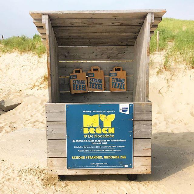 """Nur mal so als Idee - könnten nicht solche Kisten mit Papiertüten das Müllproblem am Paradiesstrand, auf der Wiese am KIT, im Volksgarten usw. ein wenig """"kanalisieren""""? Natürlich muss der Müll auch in diesem Fall abgeholt werden, aber es wäre eine Möglichkeit, die Vermüllung von Strand und Liegewiesen zu reduzieren. Eine solche Box ist schnell gebaut und Papiertüten mit Infos zur Müllvermeidung und fachgerechten Entsorgung dürften auch keine Zauberei sein. Okay, Vandalismus wäre ein Thema, aber Giveboxen funktionieren ja in der Regel auch."""