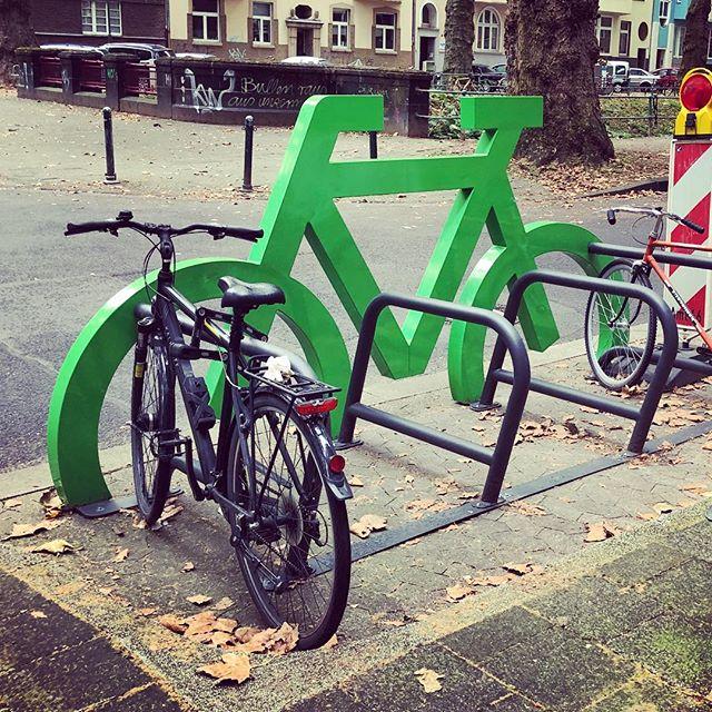 Aus einem werden acht Parkplätze – nur eben für Fahrräder.