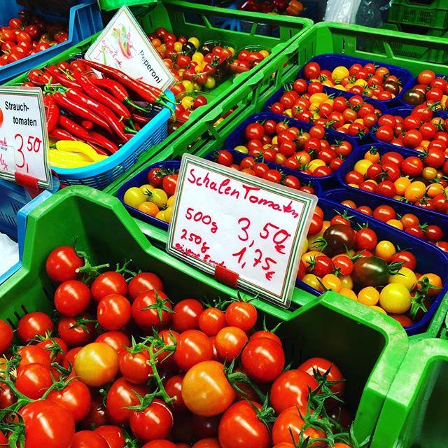 Final call, die letzten kleinen Tomaten sind für diese Woche angekündigt, So langsam aber sicher wird saisonbedingt die Auswahl auf dem rheinischen Bauernmarkt wieder 'übersichtlicher'.