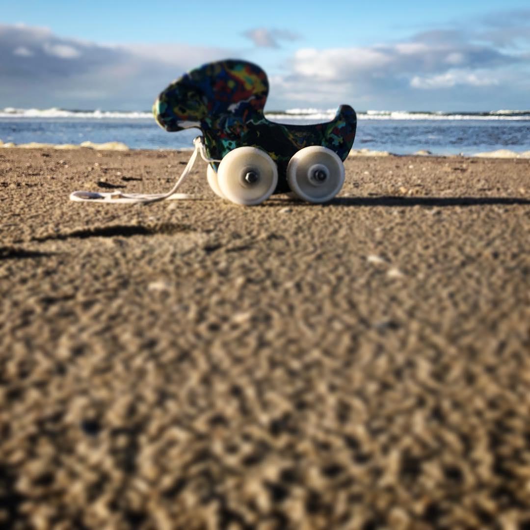Mit der Tigerente am Strand unterwegs zu sein – es ist und bleibt unbezahlbar :-) Danke @damien_escbr für die treue, robuste Begleiterin! Damit hat sie nun auch das Meer gesehen in das sonst ihre ursprüngliche Bestandteile (vermutlich) gespült worden wären